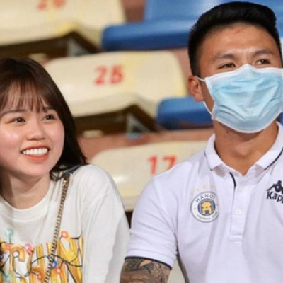 VIDEO: Quang Hai and Huynh Anh presented at Hang Day stadium to support Hanoi FC